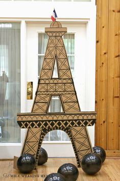 I'm pretty sure, if you are throwing a Paris themed birthday party, the expectation is that there will be Eiffel Tower decorations. I mea. Paris Party Decorations, Paris Decor, Paris Paris, Pink Paris, Eiffel Tower Craft, Thema Paris, Paris Themed Birthday Party, Paris Prom Theme, Miraculous Ladybug Party
