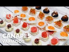 CANAPÉS ORIGINALES PARA NAVIDAD Y FIESTAS - YouTube Party Finger Foods, Finger Food Appetizers, Appetizers For Party, Appetizer Recipes, Party Canapes, Party Entrees, Vegetable Tart, Italian Vegetables, Decadent Cakes