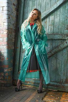 Raincoats For Women Stitches Product Black Raincoat, Raincoat Jacket, Vinyl Raincoat, Plastic Raincoat, Designer Raincoats, Imper Pvc, Proper Attire, Raincoats For Women, Cosplay Outfits