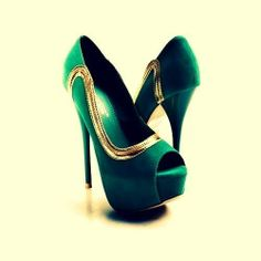 Gorgeous teal and gold platform peep toe pumps! Hot Shoes, Crazy Shoes, Me Too Shoes, Shoes Heels, Shoes Pic, Green Heels, Gold Heels, Stiletto Heels, Wedges