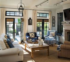 Relaxing Lake House Living Room Decoration Ideas 48
