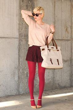 colored tights and shorts paired with neutrals, perfect weekend get-stuff-done outfit. Colored Tights Outfit, Pink Tights, Coloured Tights, Shorts Tights, Leggings, Lace Shorts, Looks Street Style, Looks Style, Style Me