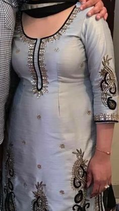 Embroidery Suits Punjabi, Embroidery Suits Design, Hand Embroidery, Salwar Suit Neck Designs, Kurta Designs, Indian Attire, Indian Outfits, Indian Wear, Punjabi Fashion