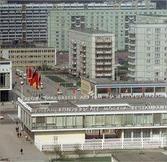 Leinwandbild 100 x 100 cm: DDR - Karl-Marx-Allee 1970 von Klaus Morgenstern / ddrbildarchiv.de - fertiges Wandbild, Bild auf Keilrahmen, Fertigbild auf echter Leinwand, Leinwanddruck