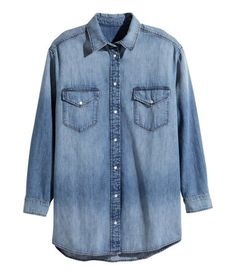 Long-sleeved shirt in washed denim in a slightly longer style. Chest pockets with flap & snap fastener. Rounded hem, slightly longer at back. | H&M Denim
