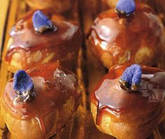 Cream-filled choux with caramel topping.