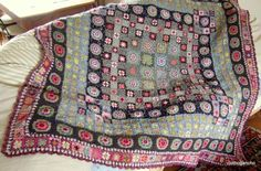 Amazing granny square blanket with a slight twist by susanna Point Granny Au Crochet, Grannies Crochet, Crochet Motifs, Crochet Quilt, Crochet Blocks, Afghan Crochet Patterns, Crochet Squares, Crochet Stitches, Granny Squares