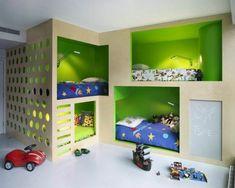 grüne wandgestaltung im kinderzimmer 4 betten spielzeug