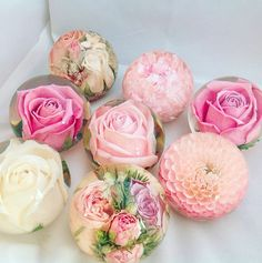 The best ways to preserve your bouquet after the big day – # best # bouquet … – epoxy resin DIY Diy Resin Art, Diy Resin Crafts, Diy And Crafts, Pot Mason Diy, How To Preserve Flowers, Preserving Flowers, Preserving Pumpkins, How To Dry Flowers, Resin Casting