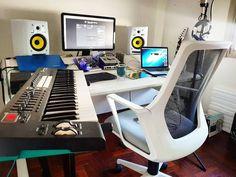 Home studio setup, music studio room, audio studio, studio ideas, desk setu Home Studio Musik, Audio Studio, Music Studio Room, Sound Studio, Home Recording Studio Setup, Home Studio Setup, Studio Desk, Home Music, Decoration