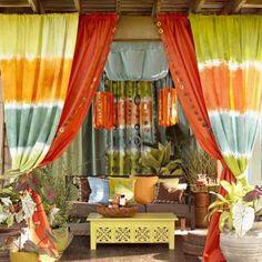 Decoración colorida con telas