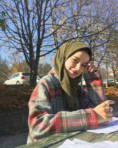 @falankesofficial Modern Hijab Fashion, Muslim Women Fashion, Modest Fashion, Beautiful Hijab Girl, Hijab Dpz, Simple Hijab, Muslim Beauty, Hijab Fashionista, Casual Hijab Outfit