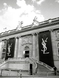 Exterior of Saint Laurent show in Paris. Gray Aesthetic, Black Aesthetic Wallpaper, Black And White Aesthetic, Aesthetic Collage, Aesthetic Backgrounds, Aesthetic Wallpapers, Black Wallpaper, Aesthetic Vintage, Black And White Picture Wall