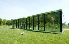 В Амстердаме построили зеркальный дом. Изображение №1.