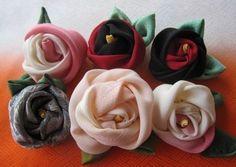 簡単豪華な巻バラの作り方 コサージュ・ブローチ ファッション小物   アトリエ 手芸レシピ16,000件!みんなで作る手芸やハンドメイド作品、雑貨の作り方ポータル