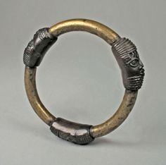 Africa | Bracelet 'Three heads' from the Edo people of Nigeria, Court of Benin | 18th - 19th century | Brass, copper alloy