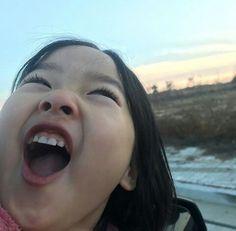 She has a virtual boyfriend and she calls him glitch. Cute Baby Meme, Cute Funny Babies, Baby Memes, Cute Baby Cats, Cute Little Baby, Cute Memes, Cute Kids, Cute Asian Babies, Korean Babies