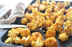 25 minute vegan Golden Spice Roasted Cauliflower is unbelievably delicious! Crispy on the edges, flavourful, and packed with vitamins, minerals, antioxidants and anti-inflammatories. Such an easy side dish! Spiced Cauliflower, Cauliflower Recipes, Healthy Oils, Tasty Kitchen, Recipe Community, Vegetable Sides, Side Dishes Easy, Cooking Time, Vegan Vegetarian