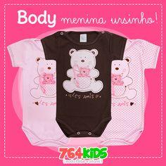https://www.764kids.com.br/body-bebe-menina-ursinho-patimini-marrom Body para bebê menina em malha 100% algodão.   Body bebê de manga curta e bordado de ursinho e bolsinho. COMPRE NA NOSSA LOJA ONLINE E PAGUE EM ATÉ 3X SEM JUROS!