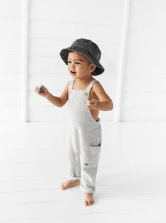 Zara romper - the perfect photo outfit for both indoor and outdoor photos. Baby Outfits, Cute Outfits For Kids, Baby Boy Fashion, Toddler Fashion, Fashion Kids, Baby Boy Overalls, Baby Boy Romper, Toddler Boys, Baby Boys