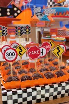Hot Wheels Birthday, Hot Wheels Party, Race Car Birthday, Cars Birthday Parties, Disney Birthday, Kids Party Decorations, Gabriel, Car Party, Mcqueen