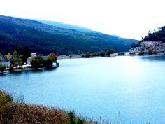 Η λίμνη Δόξα είναι ένας προορισμός που θα πρέπει να επισκέπτονται όλοι όσοι κάνουν εκδρομή στην Κορινθία.