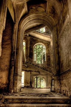 Solitary staircases ~ abandoned buildings Wow - looks like Hogwarts. Abandoned Buildings, Abandoned Castles, Abandoned Mansions, Old Buildings, Abandoned Places, Haunted Places, Modern Buildings, Beautiful Ruins, Beautiful Places
