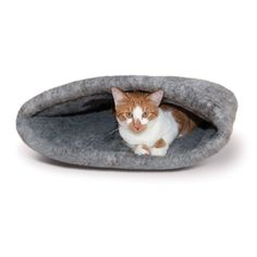 Our Amazin Kitty Sack offers a comfort and coziness your kitty will love. Its 100% polyester material helps keep your house cleaner by trapping kitty dander and hair. The sack design gives cats the fe