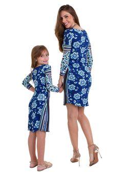 025f847ffa O vestido midi infantil estampado com mangas 3 4 da Manola é feito em