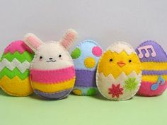Felt Easter crafts - Delightful Felt Easter Eggs, Chick and Bunny PDF Pattern Halloween Ornaments, Felt Ornaments, How To Make Ornaments, Easter Toys, Hoppy Easter, Easter Stuff, Easter Bunny, Easter Projects, Easter Crafts
