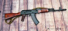 Recomendations for shellac to refinish bulgy wood? Assault Weapon, Assault Rifle, Kalashnikov Rifle, Ak 74, Lever Action Rifles, Cool Guns, Military Weapons, Modern Warfare, Guns And Ammo
