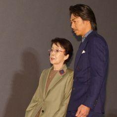 (画像1/7) 左から:奈良岡朋子、AKIRA (C)モデルプレス - EXILE AKIRA、壇上から駆け下りエスコート 紳士的な気遣いが素敵