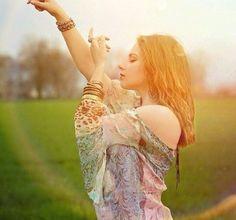 Hoje eu só peço paz pro meu coração e que toda energia negativa se afaste de mim.