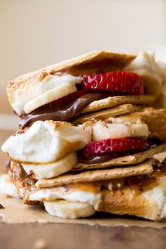 Recipes for unique S'mores! Lemon Meringue S'mores, Chocolate Marshmallow with a Chocolate Graham Cracker S'more and a Strawberry, Banana S'more! I effing LOVE s'mores! Just Desserts, Delicious Desserts, Dessert Recipes, Yummy Food, Dessert Healthy, Healthy Snacks, Dessert Oreo, Banana Dessert, Food Porn