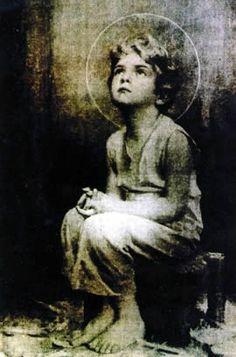 Jesus infant praying