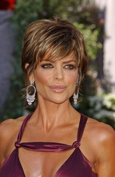Shag Hairstyles | Lisa Rinna Hairstyle Trends: Lisa Rinna Short Messy Shag Hairstyle
