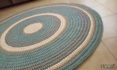 Custom-made crochet rug Hand-knitted with tshirt yarn colored Coffee, cream, gray and aqua .  Diameter 1.8 m