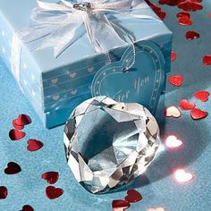 Pair this Crystal Heart Paper Weight with Lindt chocolate, for a fantastic Valentine's Day gift!