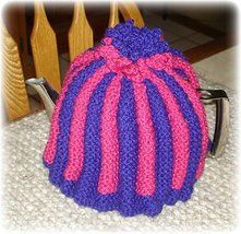 Intro: How to Knit a 'proper' English Tea Cosy!Americans don't know what a tea cosy is! Tea Cosy Knitting Pattern, Tea Cosy Pattern, Knitting Patterns Free, Knit Patterns, Free Knitting, Free Pattern, Charity Knitting, Vintage Patterns, Sewing Patterns