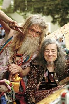 woahitsaleaf:  AHAHAAAAA :D This made me cry. Look at themmm. She has a beard! Oh my god. This is awesome.  Fuck yeah old hippies