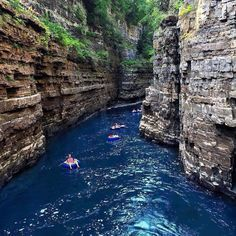 """This Insane """"Mini Grand Canyon"""" Is Only One Hour Away From Montreal Us Travel Destinations, Places To Travel, Places To See, Ontario Travel, Excursion, Canada Travel, Canada Trip, Rafting, Day Trips"""