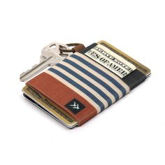 An elastic credit card holder designed for the fashionable minimalist. As a fashion accessory, we believe wallets should let you express your unique personality.