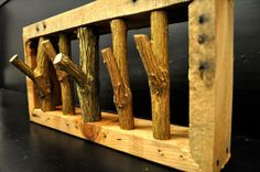DIY Pallet Coat Rack | Pallet Furniture Plans