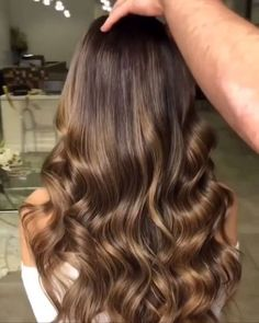 Clique na foto e conheça o método natural para aumentar o crescimento dos fios, com mais brilho e volume. _____________________________________________ cabelo longo, cabelo cacheado, cabelo camadas, cabelo penteado, cabelo californiana, cabelo luzes, cabelo loiros, crescer cabelo rapido cacheado #cabelo #blogueira #hair #longhair #cabelogrande #cronogramacapilar #cabelos #salão #cabeloslindos