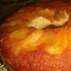 La torta de manzana invertida es muy fácil de hacer, queda con las manzanas acarameladas y con la masa algo mojada por el propio jugo de las manzanas, ya que las manzanas largan su propio jugo durante...
