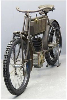 Minerva 1905 433 cc Source by ulrichalfter Antique Motorcycles, Cool Motorcycles, Triumph Motorcycles, Harley Davidson Motorcycles, Tracker Motorcycle, Motorcycle Rallies, Motorcycle Engine, Motorcycle Design, Ducati