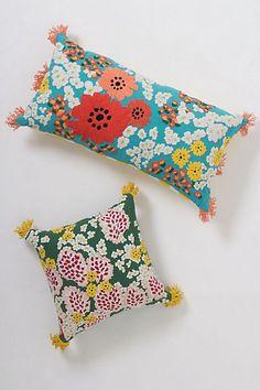 Love these pillows Floral Pillows, Decorative Pillows, Decor Pillows, Linen Wallpaper, Contemporary Pillows, Cute Blankets, Flower Market, Quilt Bedding, Home Decor Styles