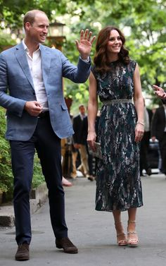 The Duke And Duchess Of Cambridge Visit Germany - Day 2 on July 2017 - The royal couple are on a three-day trip to Germany that includes visits to Berlin, Hamburg and Heidelberg. Moda Kate Middleton, Looks Kate Middleton, Estilo Kate Middleton, Kate Middleton Photos, Princess Kate, Princess Charlotte, Queen Kate, Estilo Real, Royal Dresses