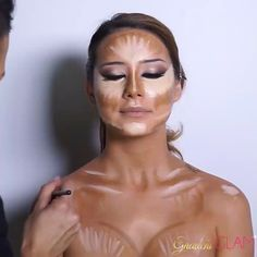 Chest contour by @larlarlee #Hudabeauty   Decolletage Highlighting ...