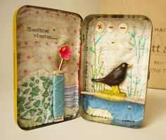 Blackbird Singing - Vintage tin, silk thread spools, handmade and painted bird, embroidered - by Viv at hensteeth (Etsy) N/A Matchbox Crafts, Matchbox Art, Altered Tins, Altered Art, Art Projects, Projects To Try, Diy Cadeau, Tin Art, Arts And Crafts